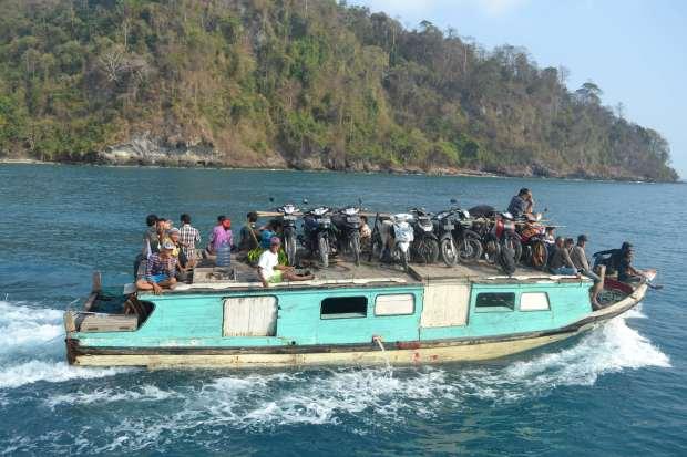 motor di atas kapal