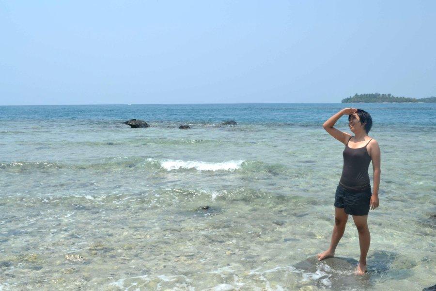 pantai karang berpasir putih
