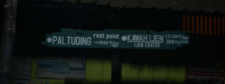 papan penunjuk arah di Paltuding