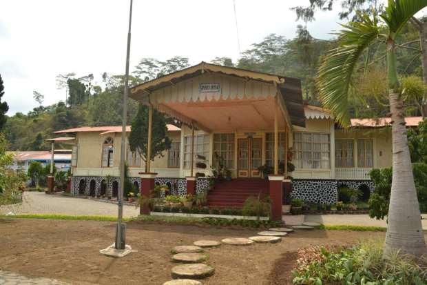 bangunan serbaguna di bagian depan