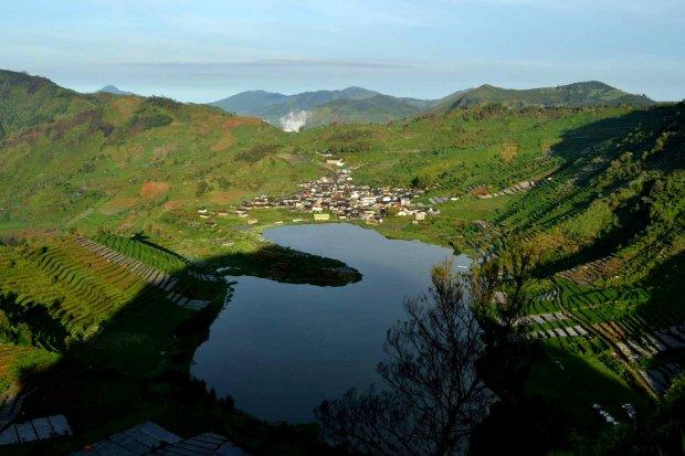 danau cebong dilihat dari atas