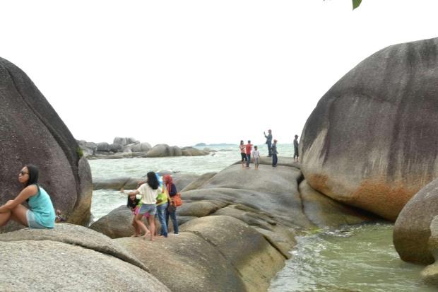 bebatuan granit raksasa di pantai