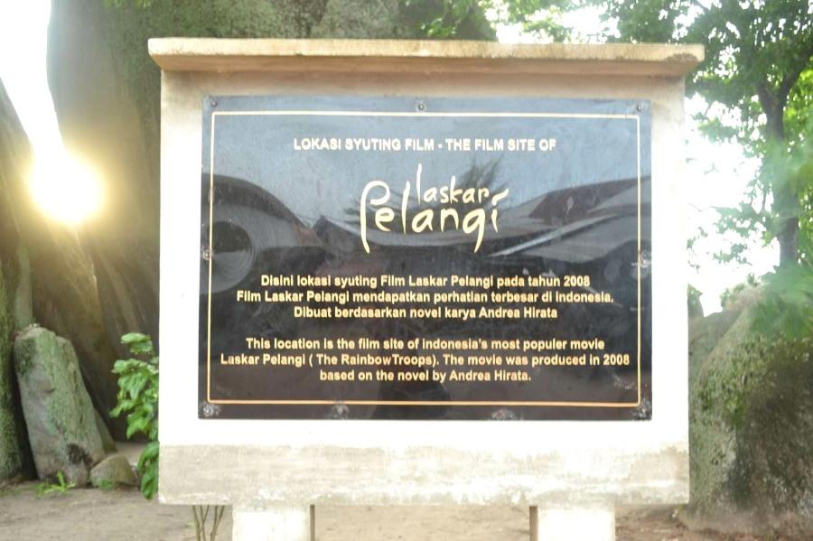 papan nama Laskar Pelangi