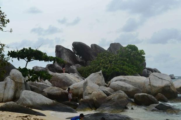 batu-batu di pulau lengkuas