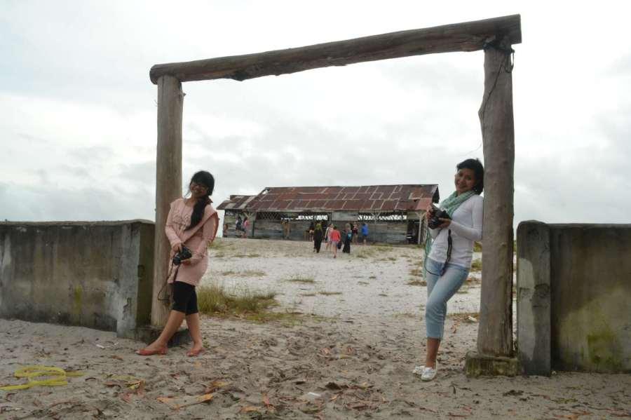 gerbang masuk SD Laskar Pelangi