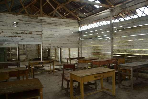 kelas lapuk yang ditinggalkan murid