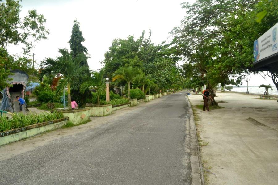 jalan tepi Tanjung Pendam