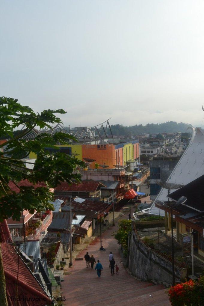 tangga dari pasar atas ke kota bukittinggi