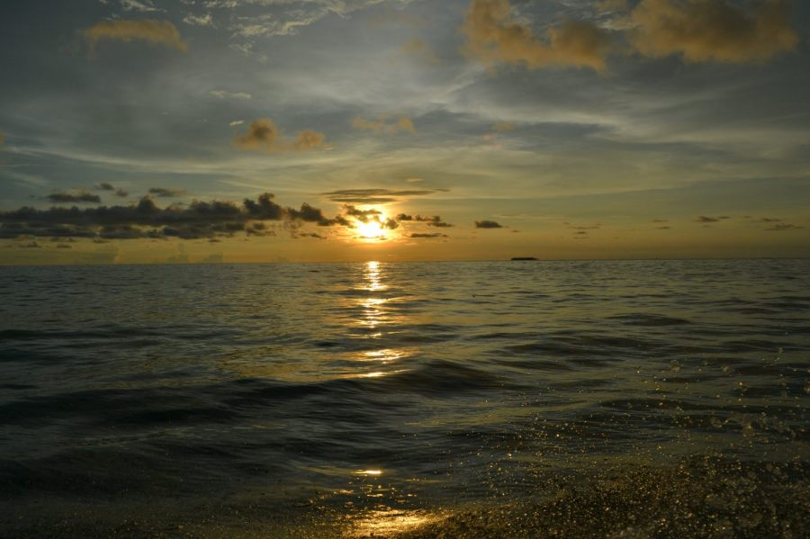 sunset di kiri kapal