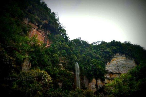 air terjun terakhir yang menjadi tempat wisata di bawahnya