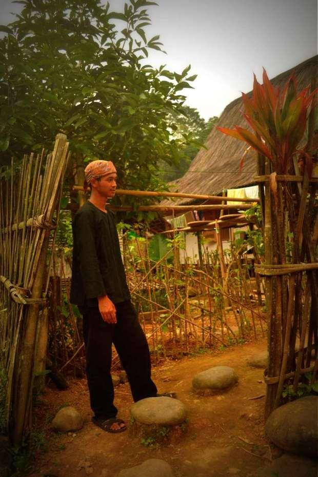kang uriya memasuki pagar batas pemukiman