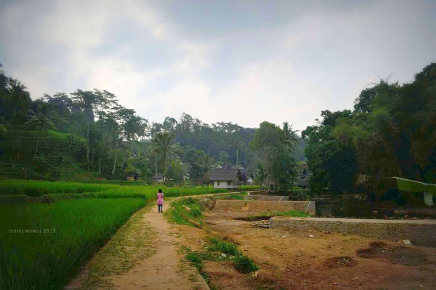 sawah, jalan, sungai, dan hutan larangan