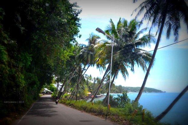 jalan raya di pesisir pantai