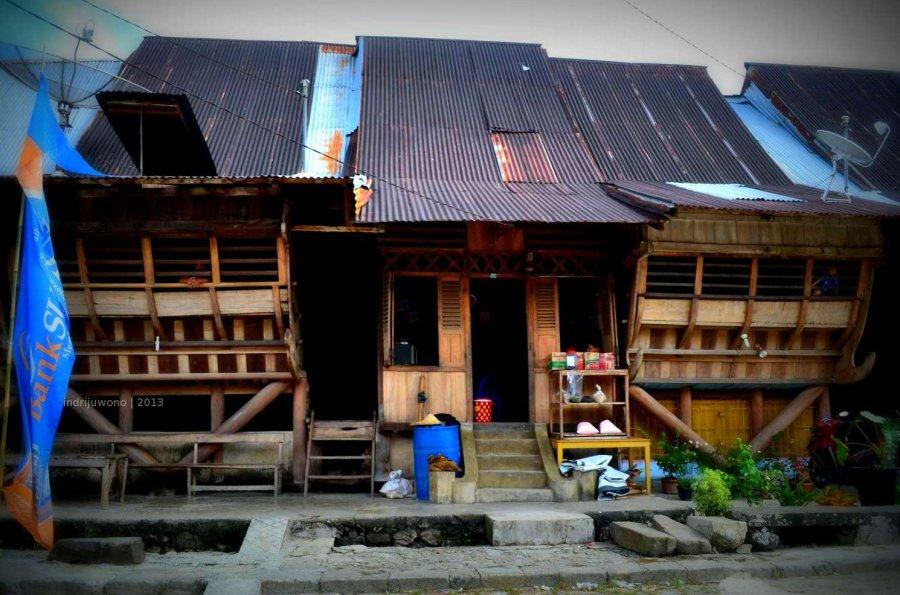 rumah deret di bawomataluo