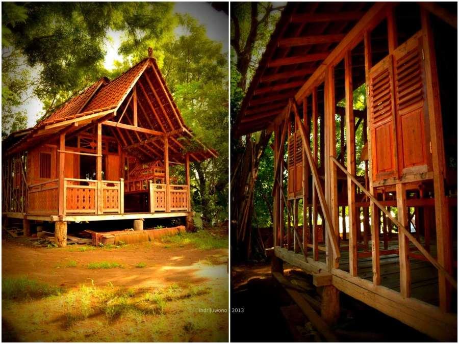 rumah kayu yang berisi maket