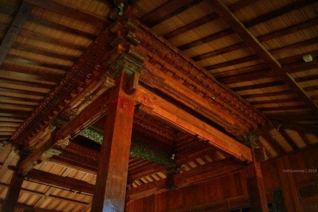 rekonstruksi bangunan pindahan dari Rembang