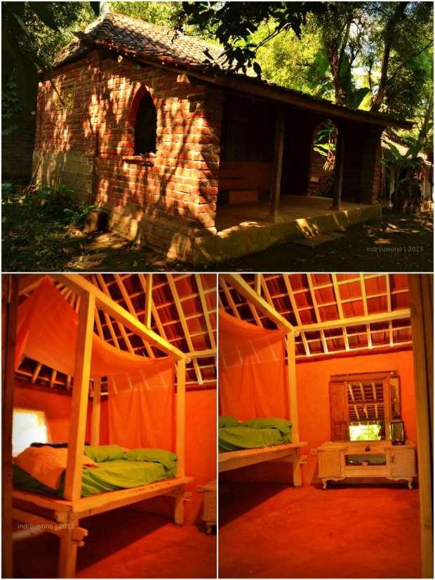 bata ekspos pada dinding dan tempat tidur kayu di dalam