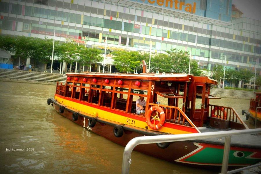 kapal singapore river