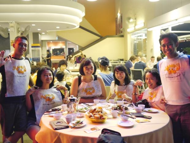 crab bibs, babe! fahmi, firsta, tika, jane, indri, ariev (fotonya ariev)