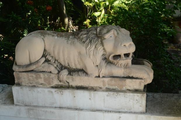 patung singa yang sedih