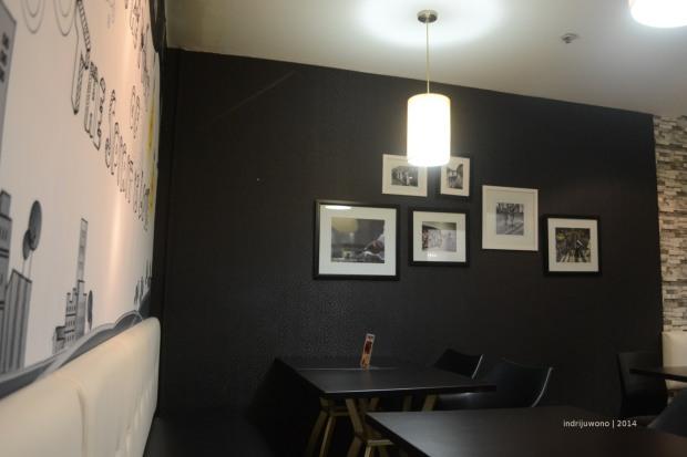 dinding gelap dengan foto