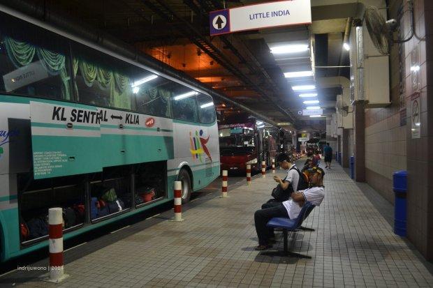 terminal bawah, bis ke genting ada di belakang bis ke KLIA