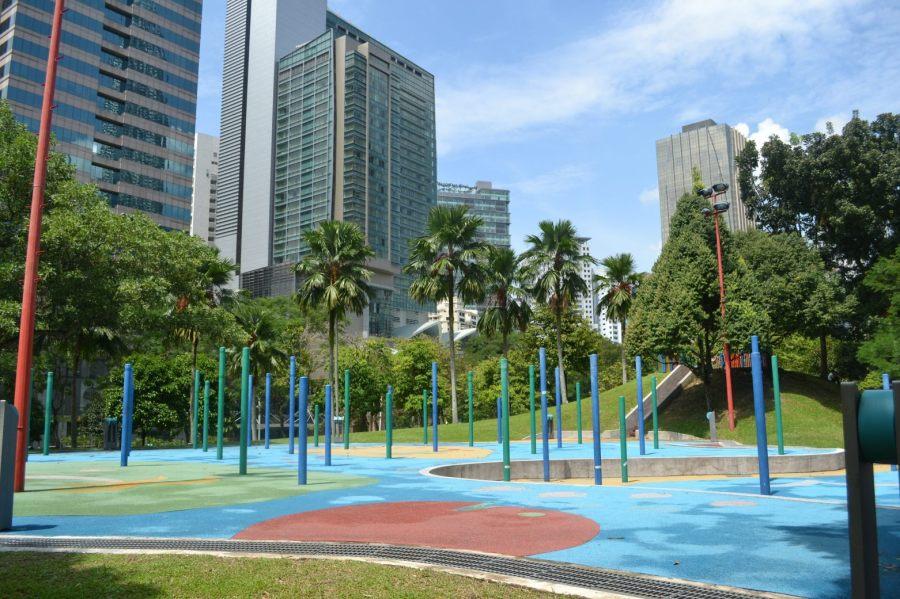area bersepatu roda (mungkin) atau yoga in the park?