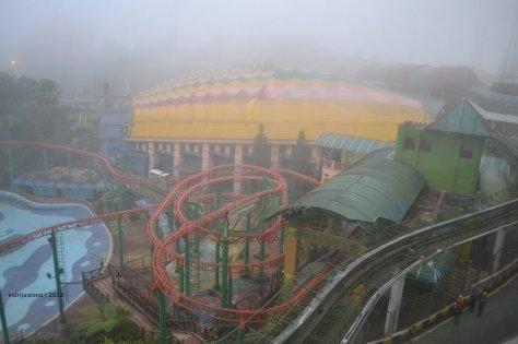 rollercoaster di udara dingin, siapa berani?
