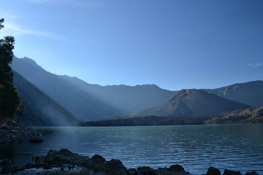 tepian danau segara anak