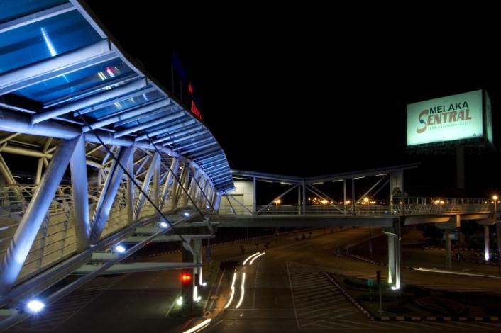 melaka sentral bridge [foto dari : http://www.emildaarchitects.com/Sentral%20Bridge.html]