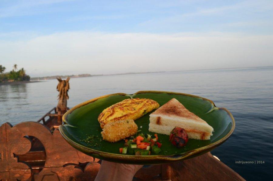 sarapan di laut