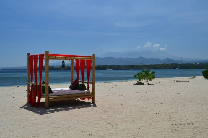 tugu hotel : tepian lombok utara menatap rinjani