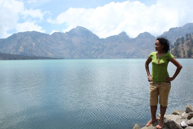 siang tenang di tepi danau  (foto : jay)