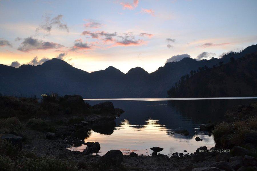 danau Segara Anak menjelang temaram