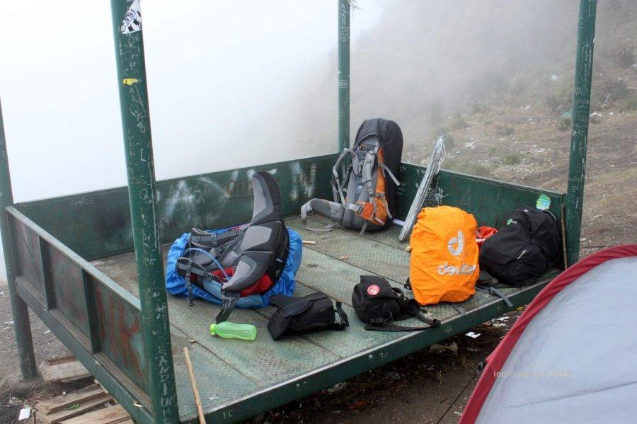 bawaan kami (belum termasuk yang disewa dari porter)