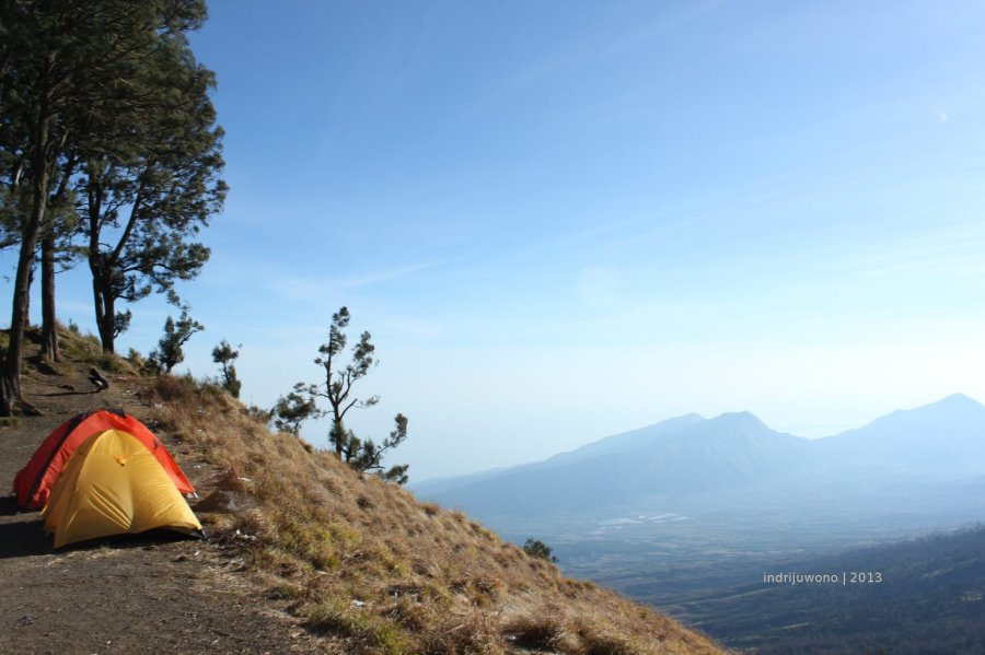 tenda di tepi lereng (foto-jay)