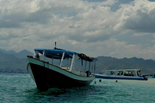 glassbottom boat which travel around snorkeling point