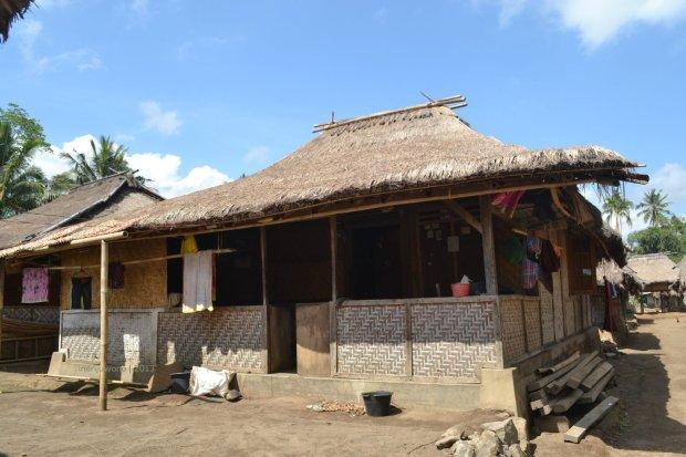 rumah kayu di atas pondasi menerus