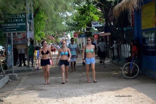 bikinis tourist