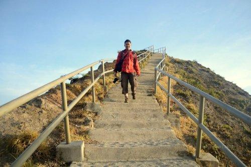 jalur turun dari puncak gunung kelimutu