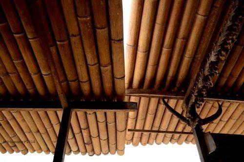 pertemuan atap bambu