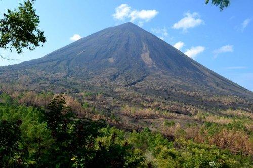 gunung pengawas Ngadha, Inerie