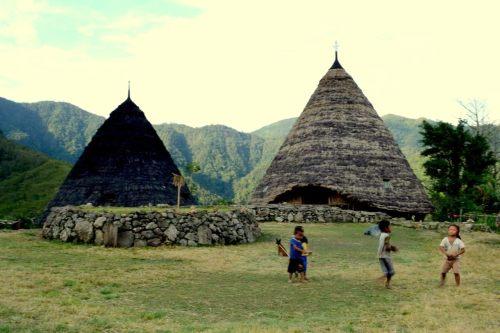 compang, yang berada di tengah-tengah desa, tempat suci