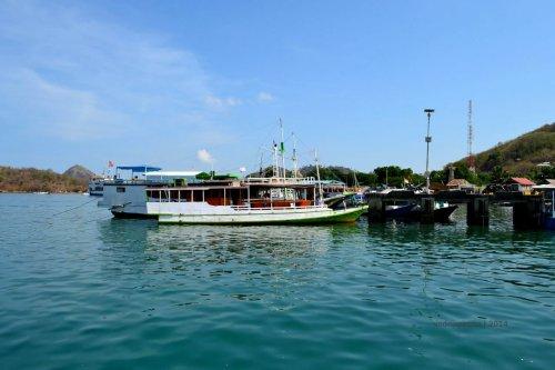 2-labuan bajo-harbour