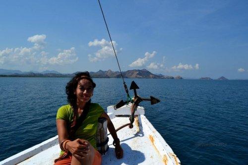 3-boat-sailing-komodo