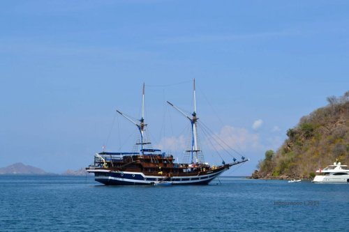 4-sailing-komodo-with-phinisi