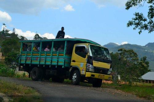 seperti ini otokol yang menjadi transportasi andalan desa ke kota