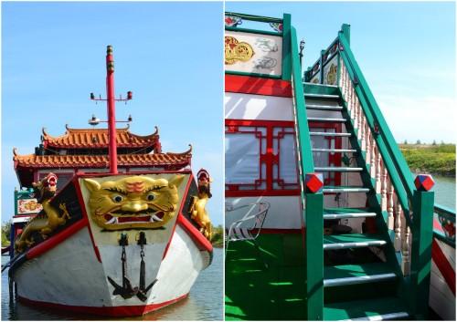 ukiran depan dan tangga naik ke geladak