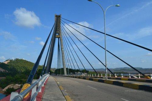 lebar badan jembatan barelang