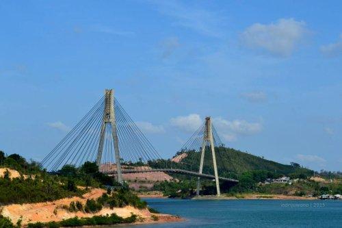 jembatan barelang yang menghubungkan dua pulau
